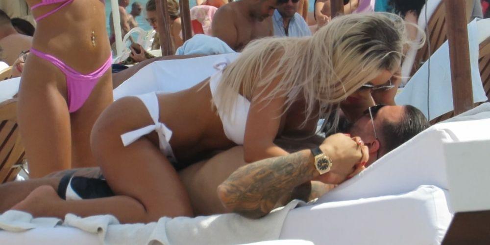 Bianca, super-provocatoare la plajă și cu un Hublot de 25.000 € pe mână!