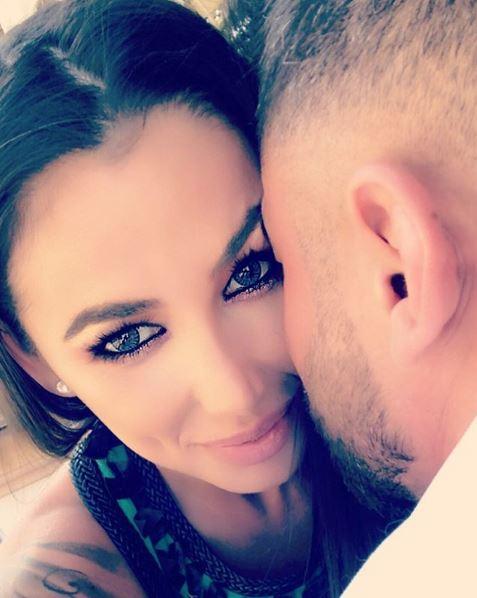 Roxana Vancea, îndrăgostită până peste cap! Bruneta s-a lăsat fotografiată în timp ce...