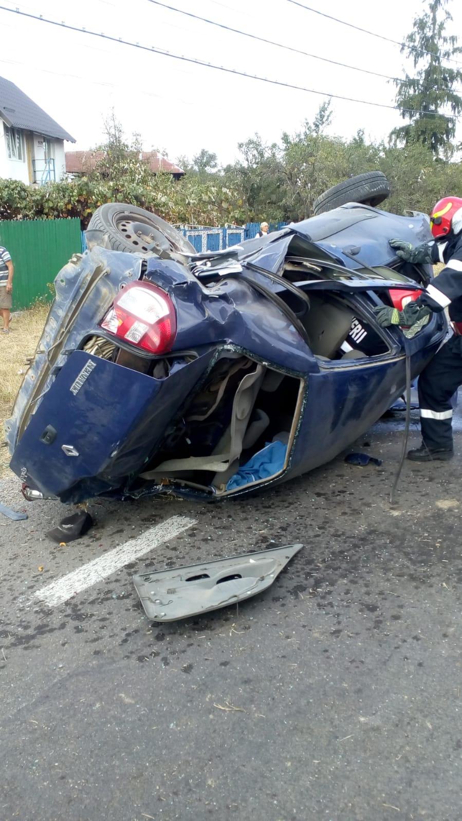 Accident grav în Argeș. Patru oameni au fost răniți, un bărbat este inconștient - VIDEO