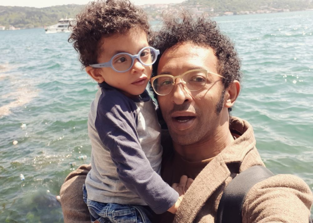 Kamara, noi informații despre starea fiului său care se luptă să trăiască. Leon a suferit 5 intervenții cu celule stem