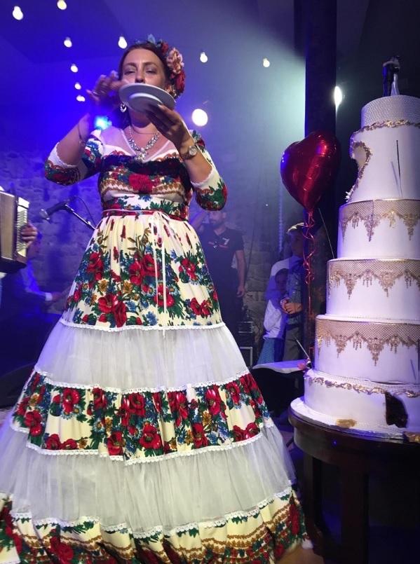Rona Hartner s-a căsătorit ieri. A purtat o rochie de mireasa nemaivăzută. FOTO DE LA NUNTĂ
