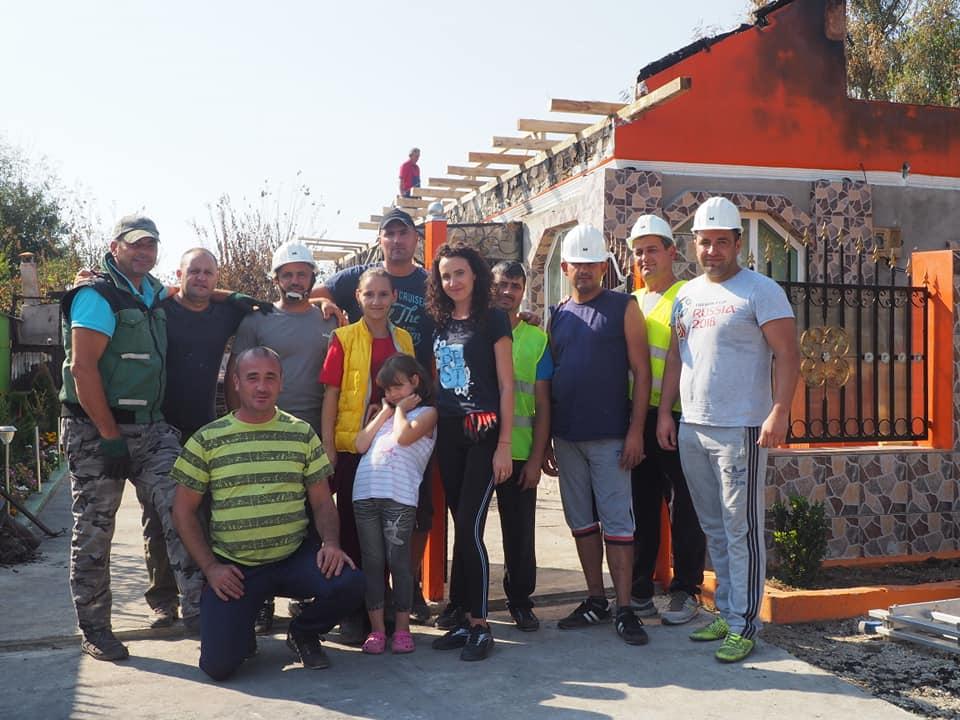 Voluntarii și pompierii s-au mobilizat pentru Simona și familia ei